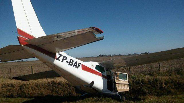 Encontraron una misteriosa avioneta abandonada en un campo en el sur provincial