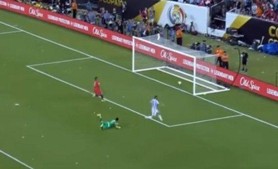 Mirá cómo hubiera sido si la pelota de Higuaín entraba