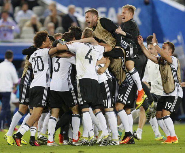 Fiesta teutona. Los alemanes celebran el pasaje a las semifinales.