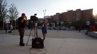Barcelona. Los periodistas se apostaron ayer frente al Hospital Materno Infantil del Valle de Hebrón.