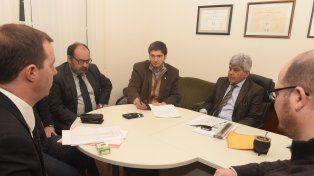 Pullaro junto al fiscal regional Jorge Baclini y otros funcionarios en la reunión de esta mañana