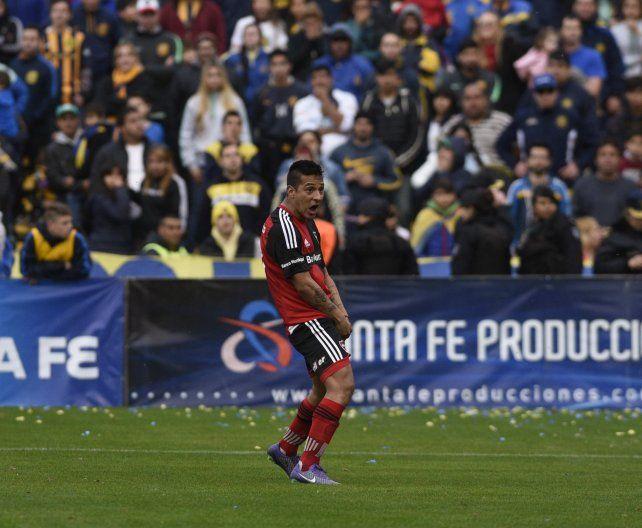 Tevez fue suspendido y se quedó sin representante por el festejo desmedido en la Copa Santa Fe