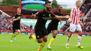 Agüero anotó un doblete en el holgado triunfo de Manchester City