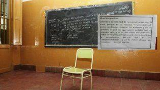 El cartel con el que maestros respondieron a padres que pedían no envíen tarea a la casa