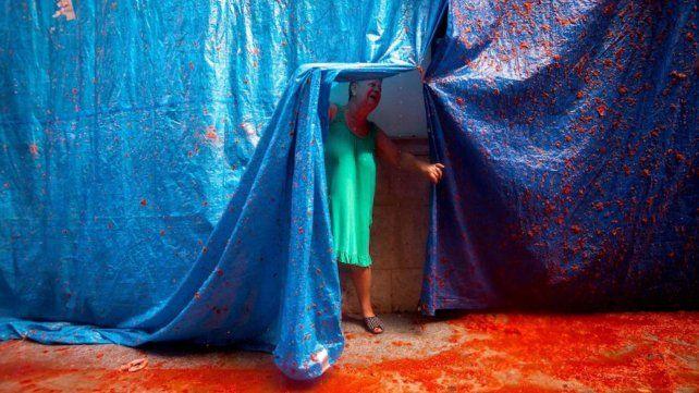 Tomatina, la batalla roja celebra su fiesta anual con un mensaje contra la homofobia