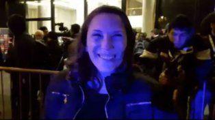Cecilia contó su historia en la puerta del hotel céntrico donde se aloja la selección argentina.