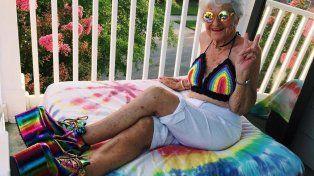 La triste historia que esconde la abuela más famosa y extravagante de Instagram