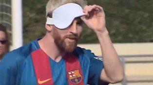 El crack del Barcelona Lionel Messi probó suerte jugando al fútbol para ciegos.