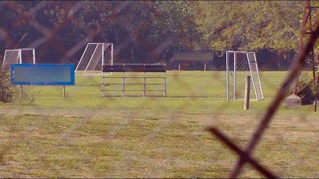 Un joven de 14 años lucha por su vida tras caerle encima un arco de fútbol