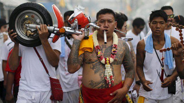 Las postales del extraño festival vegetariano tailandés