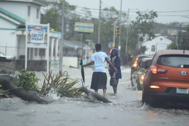 El huracán dejó numerosos destrozos en su paso por Bahamas.