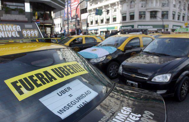 El juez Luis Zelaya sostuvo que los conductores que se adhieran a la aplicación Uber lo que hacen es una actividad comercial lícita