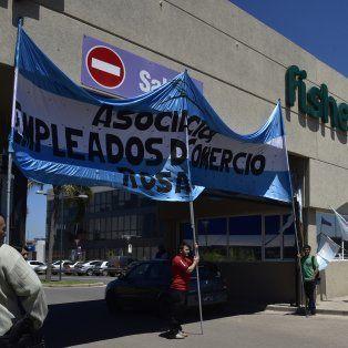 El Sindicato Empleados de Comercio se movilizó hoy para pedir la desvinculación del gerente acusado de acoso sexual.
