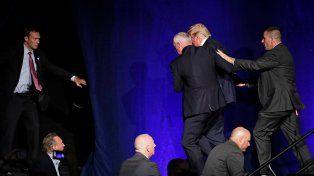 Donald Trump, evacuado del escenario durante una presentación en Nevada