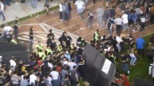 Los incidentes se dieron en el primer recital de los Guns en el Monumental.