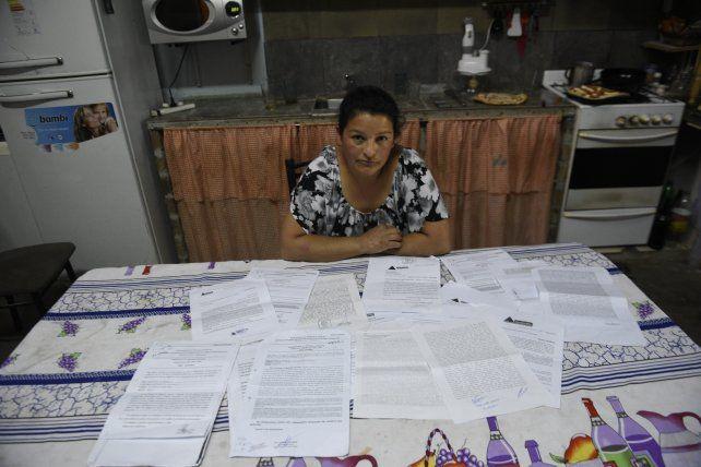 Papeles. Marisa expuso ante el cronista todas las denuncias que presentó hasta la fecha sin tener respuesta alguna.