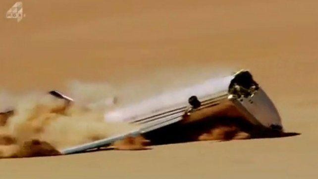 Un impresionante video muestra cómo estrellan un avión por control remoto