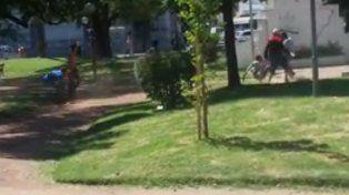 Brutal pelea de trapitos en la Plaza España