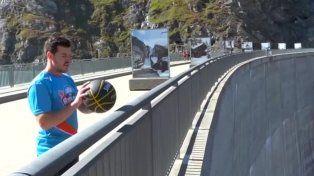 Bate récord mundial haciendo un triple desde 180 metros de altura