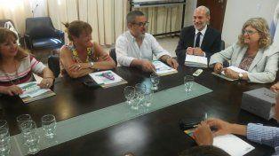 La ministra de Educación, Claudia Balagué, con los representantes de Amsafé y Sadop.