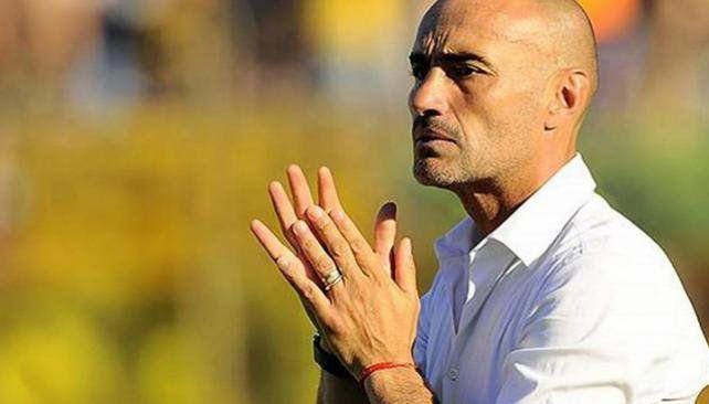 A la espera. Paolo Montero está a horas de ser oficializado como técnico canalla. No habrá trabas desde el club sabalero.