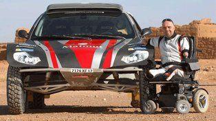 La historia del piloto francés que no tiene manos ni pies y correrá el Dakar 2017