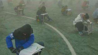 Cómo son los insólitos métodos chinos para evitar que los alumnos copien en los exámenes
