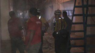 Una parte del cielorraso del segundo piso de los tribunales de Rosario se derrumbó hoy al mediodía