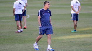 El Patón Bauza apuesta al fútbol local para el reemplazante de Funes Mori en la defensa.