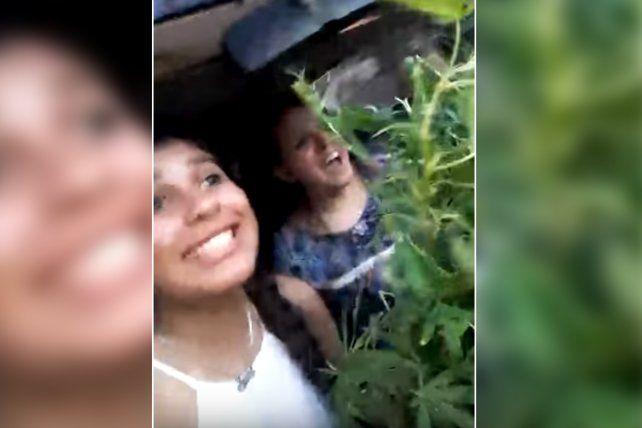 El video fue filmado por las oficiales y se difundió rápidamente en las redes sociales.