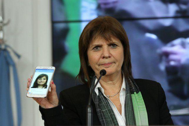 Detienen a dos de los hackers de la cuenta de Twitter de la ministra de Seguridad Patricia Bullrich.