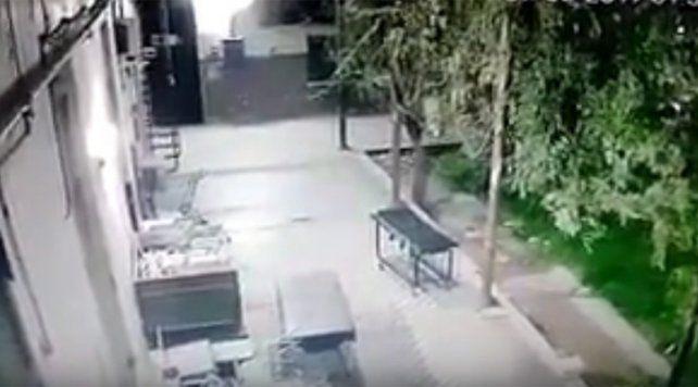 El video de una camilla que se mueve sola agita la existencia de fantasmas en un hospital rosarino