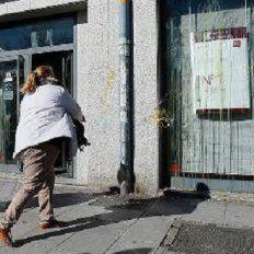 Un hombre se enfureció porque no encontró la respuesta esperada, enloqueció y comenzó a arrojar huevos hacia la fachada. (Foto de archivo)