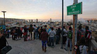 Vecinos de Valparaíso se pusieron a resguardo ante la posibilidad de un alerta de tsunami, que nunca llegó.