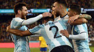 Messi celebra con Mercado