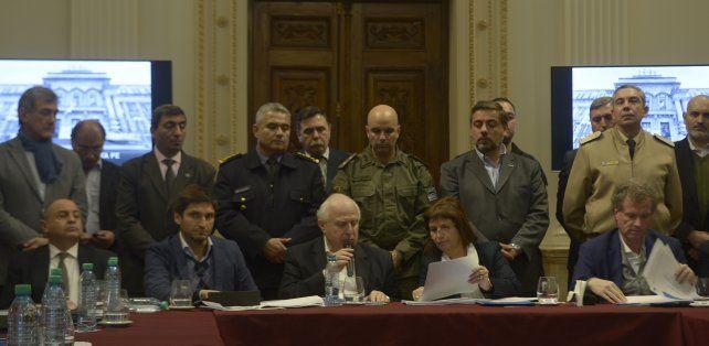 El gobernador junto a la ministra Bullrich y al ministro Pullaro durante la conferencia de prensa de hoy.