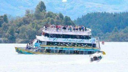Trágico naufragio de un barco con 170 turistas a bordo en un río de Colombia