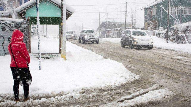 Bariloche sufre la nevada más fuerte del siglo.