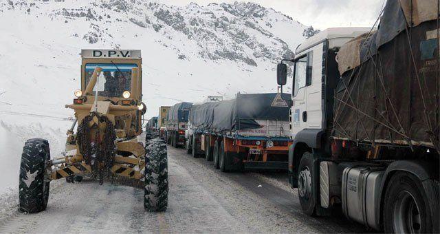 El paso de Mendoza a Chile se encuentra cerrado por la cantidad de nieve.