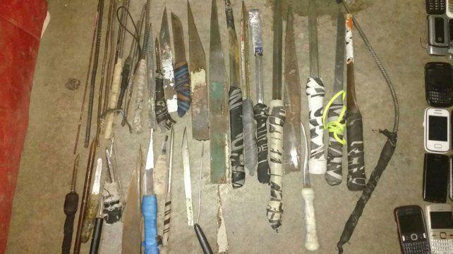 Incautaron 137 celulares, 38 facas y plantas de marihuana en una requisa carcelaria