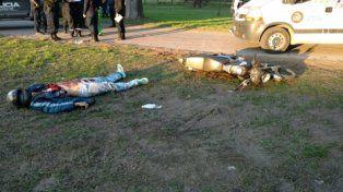 Asesinado. La víctima fue hallada junto a una moto y con su billetera.