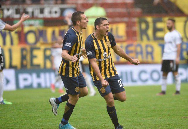 El defensor Leguizamón se llena la gargante de gol tras marcar el segundo del canalla.