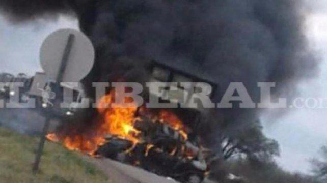 Cinco santafesinos fallecieron calcinados tras chocar con un camión en la ruta 34