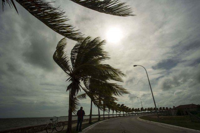 El huracán Irma provoca evacuaciones masivas en Cuba y la falta de provisiones en Florida