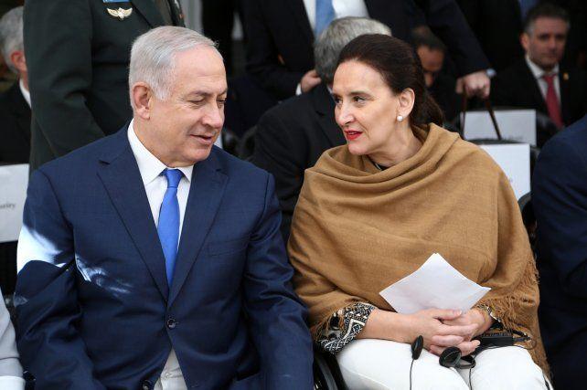 Con Michetti. El primer ministro de Israel participó de un acto en la sede de la Amia.