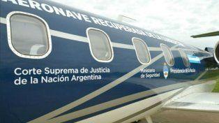 La singular leyenda que pintó la Policía Federal en el avión que perteneció a Lázaro Báez
