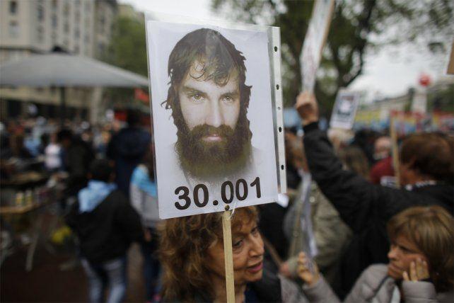 30.001. Con carteles y pancartas