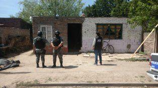 Efectivos de la Policía de Investigaciones en el lugar donde hallaron el explosivo