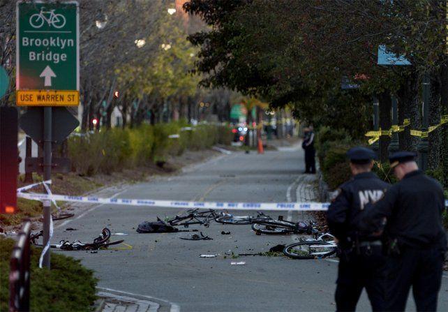 La zona. Una camioneta atropelló a ciclistas y peatones en una bicisenda en Nueva York.