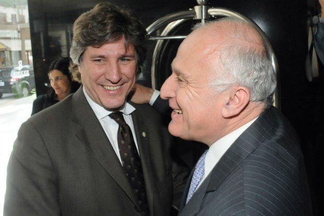 El exvicepresidente durante una visita oficial a Rosario y se encontró con el gobernador.